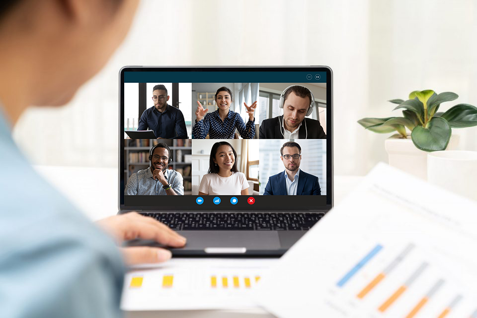Collaborative virtual meeting on a laptop computer